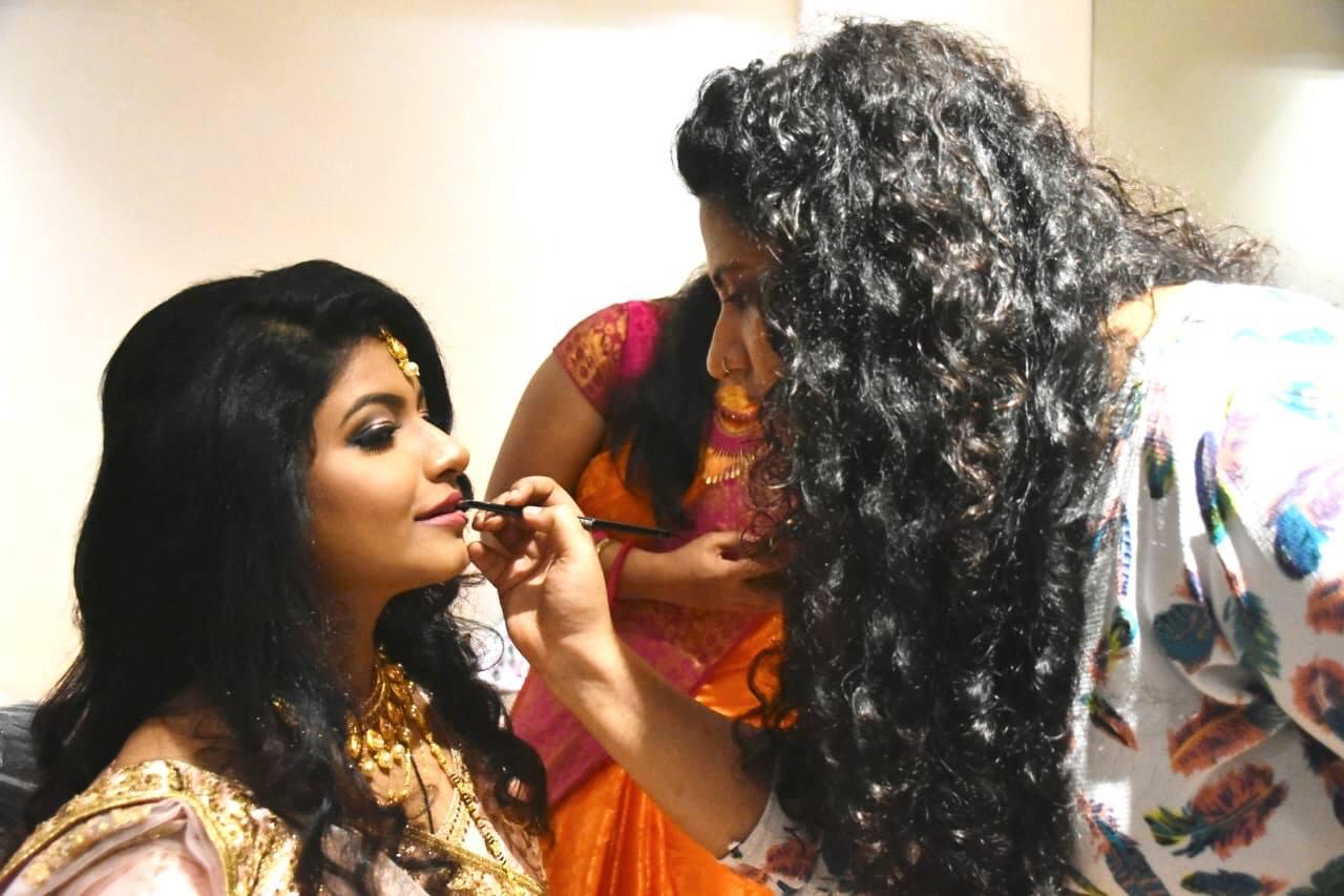 farah-charania-makeup-artist-mumbai