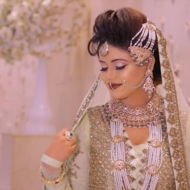 zinia-artist-makeup-artist-delhi-ncr