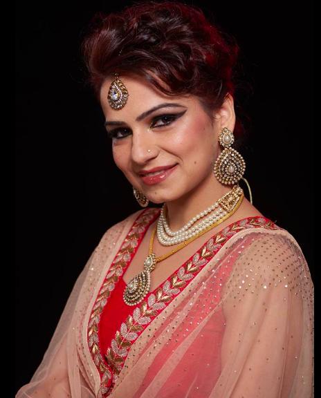 red-mascara-by-jessica-stanley-viegas-makeup-artist-mumbai