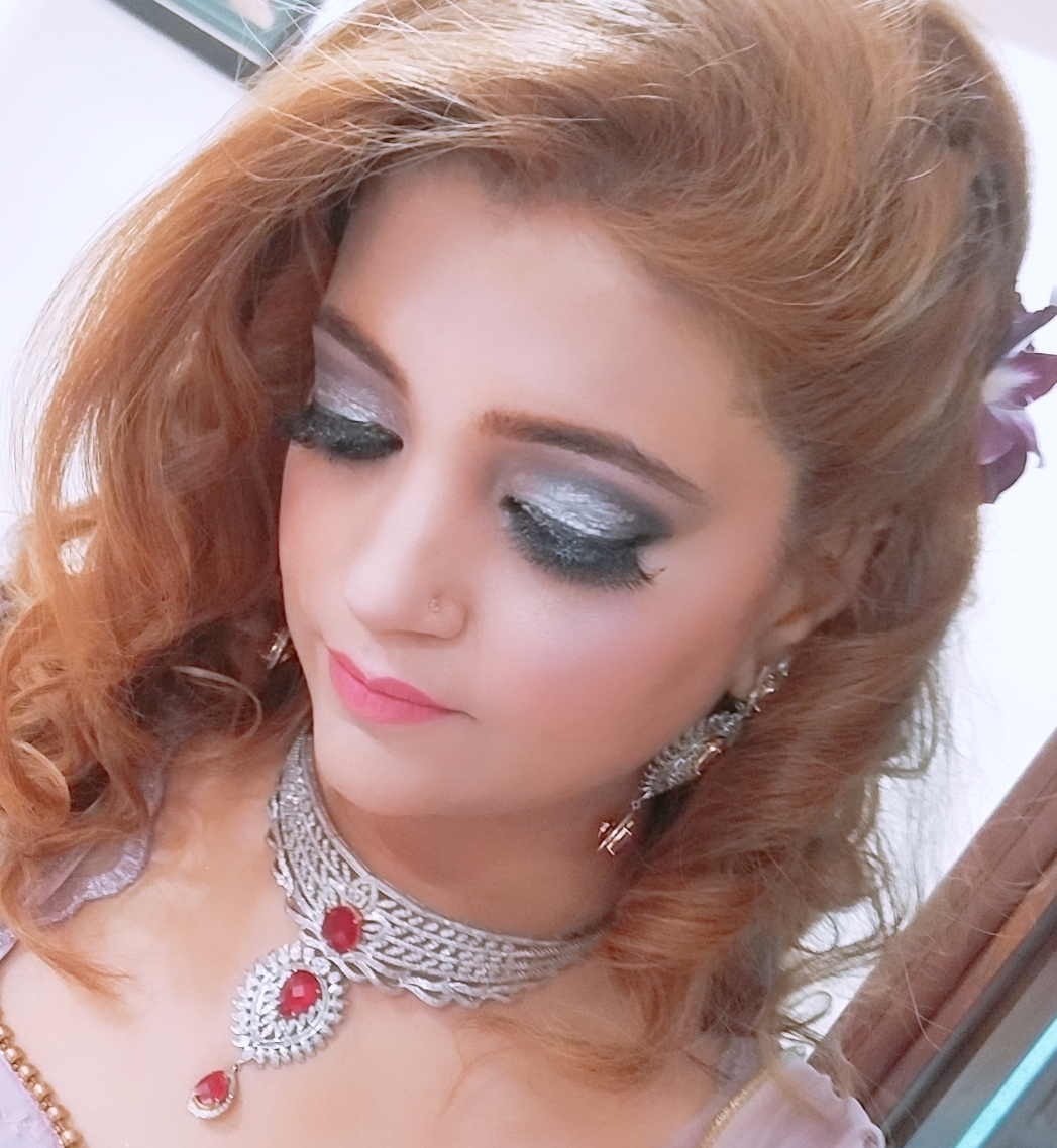 mona-singh-makeup-artist-delhi-ncr