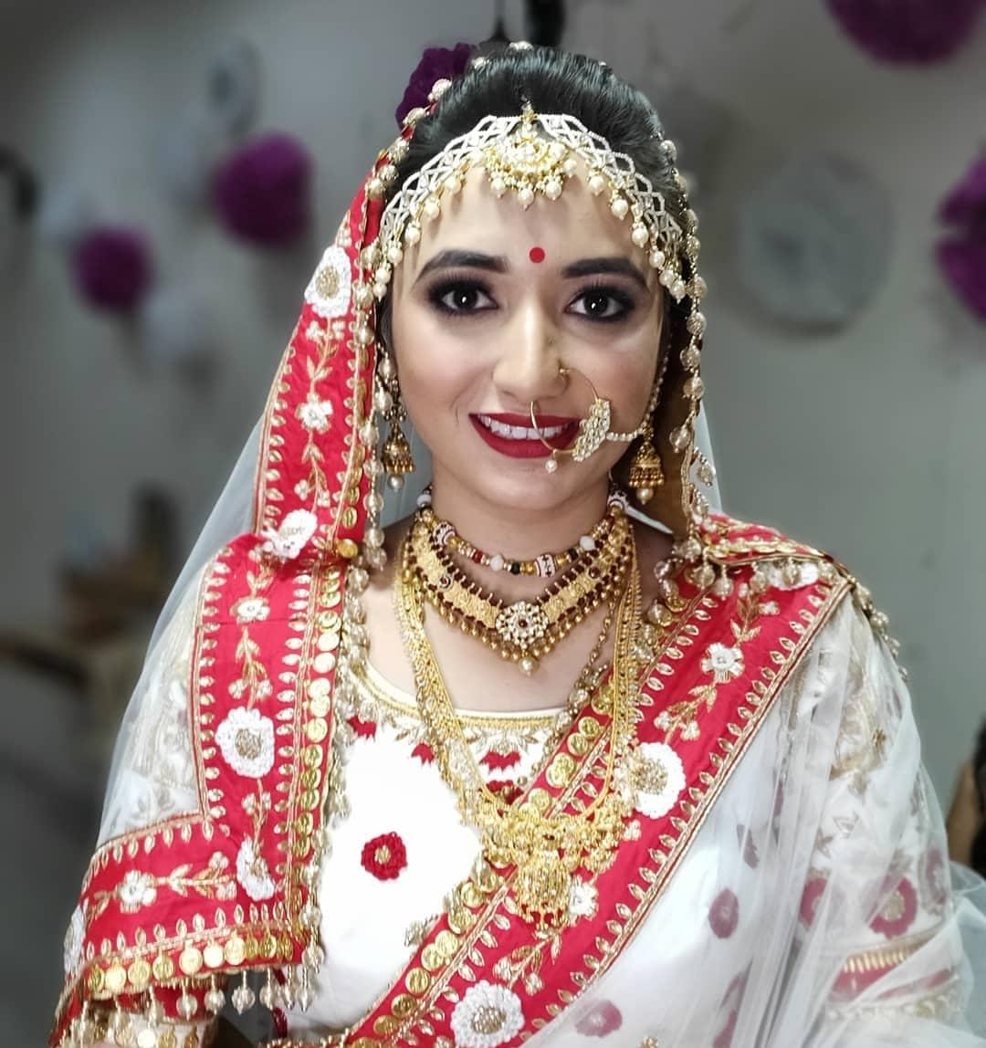 aditi-barbhaya-makeup-artist-ahmedabad