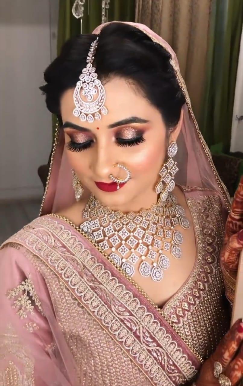 dhanashree-vadke-makeup-artist-mumbai