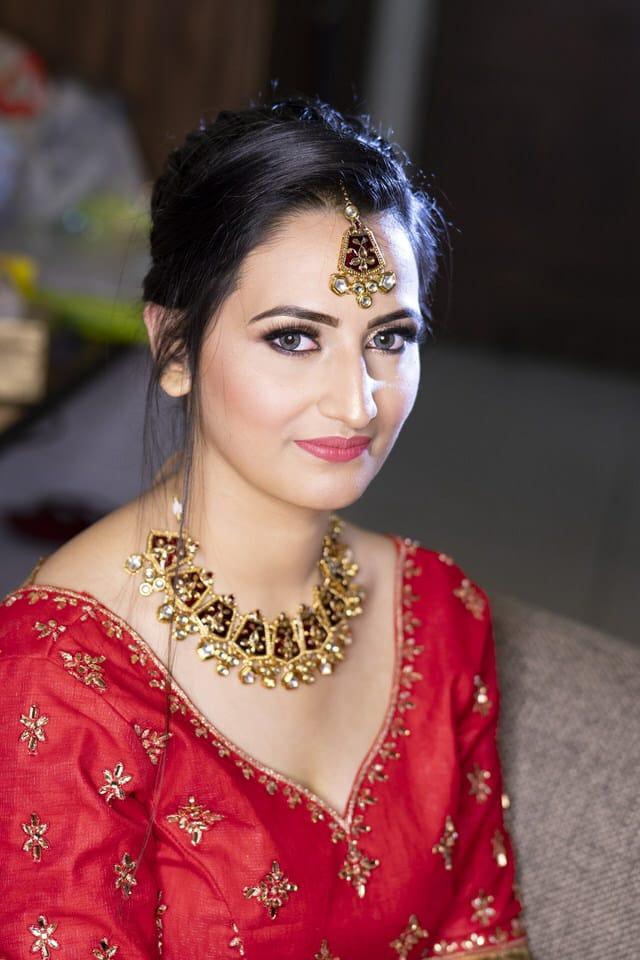 simran-sharma-makeup-artist-dehradun
