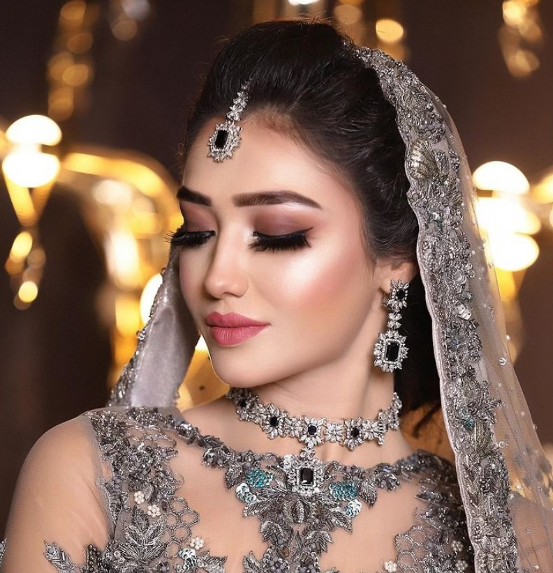 siyakakkar-makeup-artist-delhi-ncr